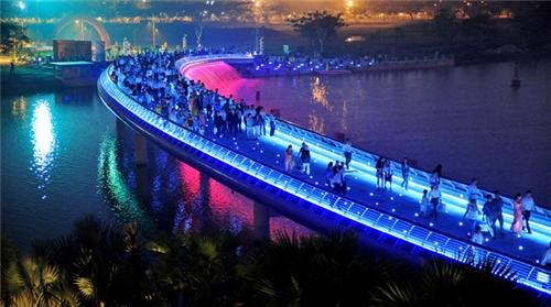 Cầu Ánh Sao luôn là điểm đến lý tưởng vào dịp lễ Giáng Sinh hằng năm